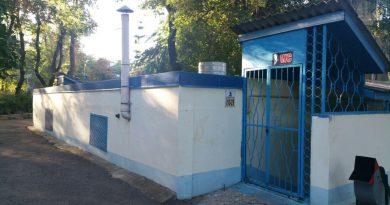 """""""Banii nu au miros"""": Din banii bălțenilor este întreținută singura toaletă publică din oraș, în care locuitorii orașului plătesc o taxă de intrare"""