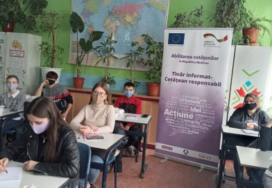 ЕС: «Стань тем, кто меняет свою область!» – под этим лозунгом молодые люди из Шолдэнешть начали тренинг на тему «Отходы – проблема или решение?»